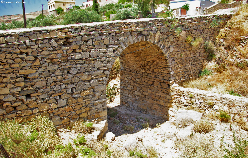 The old stonebridge to Ano Syros